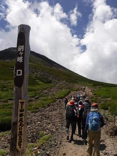 剣ヶ峰へ向かう.jpg