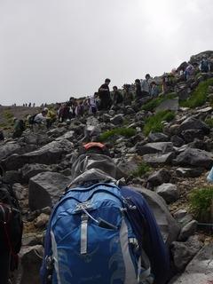 大勢の登山客.jpg