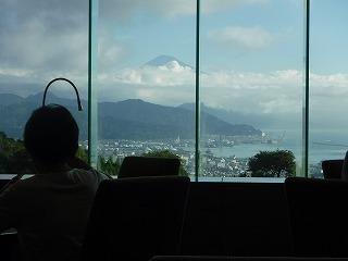 富士山を眺めながら味わうお食事.jpg